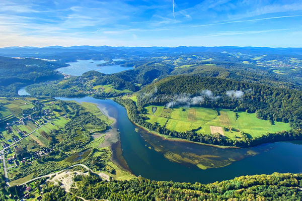 BÓBRKA jedna z najpiękniej położonych miejscowości nad Zalewem Myczkowieckim w Bieszczadach.