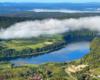 Po jednej stronie Zalewu Myczkowieckiego Bóbrka, a po drugiej stronie wody największe serce w Bieszczadach pod mgłą...