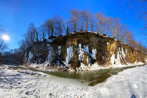 Lodospady w Rudawce Rymanowskiej w Beskidzie Niskim - to jedna z najciekawszych i najpiękniejszych atrakcji zimowych Województwa Podkarpackiego