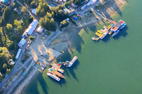 Rejs statkiem po Zalewie Solińskim i zapora wodna w Solinie - zdjęcia Bieszczad i Gminy Solina z paralotni