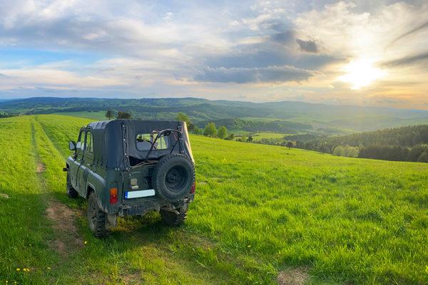 Zachód słońca na granicy Bieszczad i Beskidu Niskiego sfotografowany podczas Wyprawy samochodem 4x4 UAZ z przewodnikiem - niepowtarzalna atrakcja i chwile...